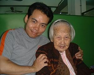 早年祖母與我的合照