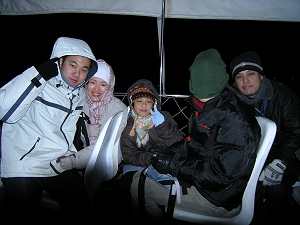 真的很冷,連冷帽子也拉下來把面頰也包裹起來啦!